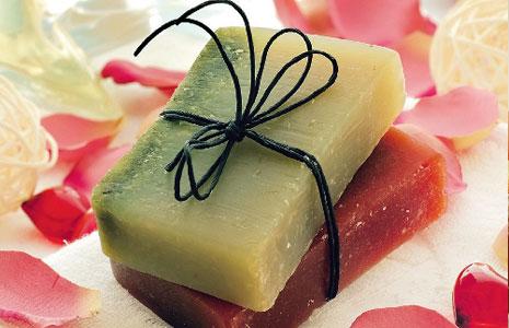 Мило із ароматом меду, кави та навіть сакури. Закарпатська майстриня створює власний авторський продук